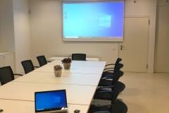 Sitzungszimmer_Raiffeisenbank_Spiez Leinwand_Beamer ClickShare