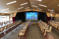 Gemeindesaal Kandersteg Projektor und Leinwand
