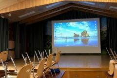 Gemeindesaal Kandersteg Projektor und Leinwand_2