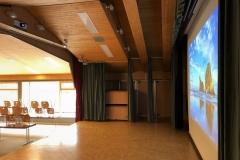 Gemeindesaal Kandersteg Projektor und Leinwand_4