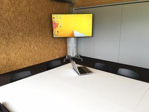 Medienzimmer monitor Rollen drahtlose uebertragung thun bertolino multimedia