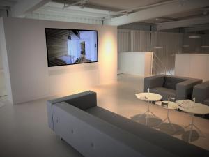 digital signage punkt6 monitor82zoll bertolino multimedia