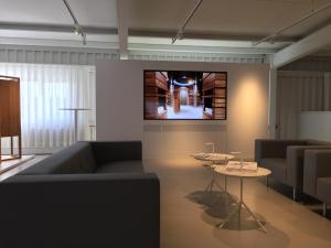 Grosse TVs und Monitoren