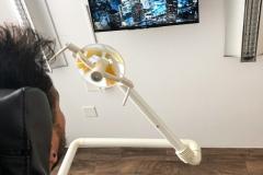 Zahnarzt-TV-Behandlung-Deckenmontage-Thun-1