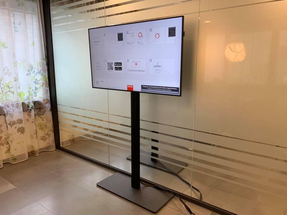 Monitor auf Standfuss Bertolino Thun